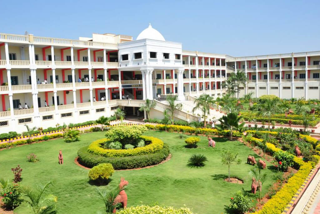 top-10-engineering-colleges-in-tamilnadu-roever-engineering-college-building